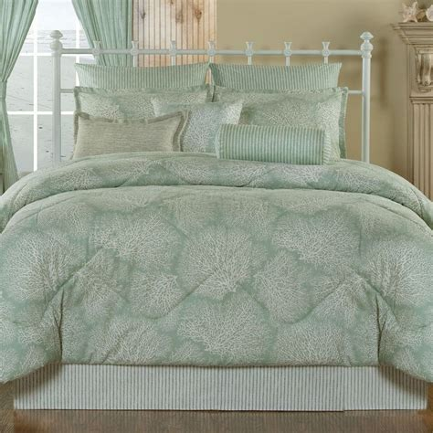 seafoam bedroom ideas 183 best images about mint color seafoam creme de menthe on pinterest green