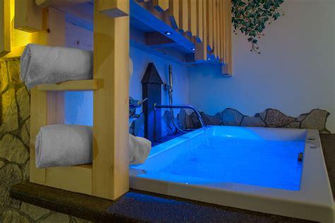 hotel con a tema camere a tema la suite malga hotel la grotta