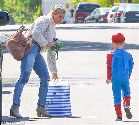 Butikmurahstore Kemeja Stripe Momon Blue 2 hilary duff goes casual for a children s birthday with spider luca daily mail