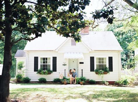 pictures of cottage homes 25 best white cottage ideas on cottages