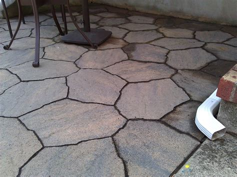 what should the ratio of crushed rock and sand for a paver
