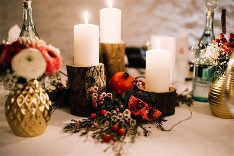 Tischdeko Hochzeit Winter by Winterliche Dekoration Mit Holz Gold Und Granat 228 Pfeln