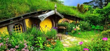 real hobbit house lord of the rings super fan builds his own real life