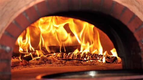 pizza in casa cottura pizza fatta in casa come preparare la margherita perfetta