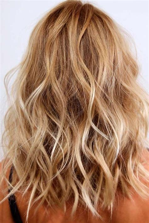 Medium Length Hairstyles For With Wavy Hair by Best 25 Wavy Medium Hairstyles Ideas On