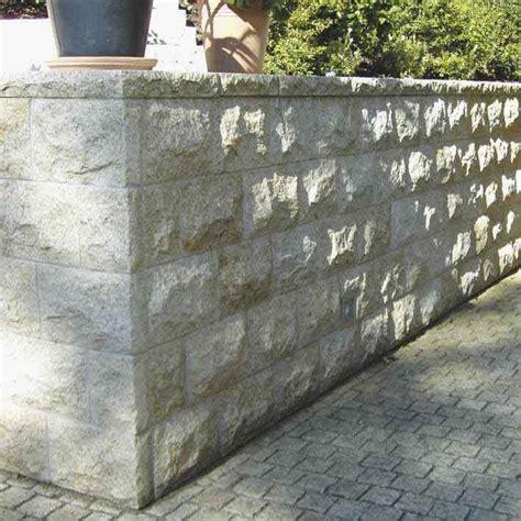 Betonmauer Mit Natursteinen Verkleiden by Naturstein Mauer Steinmauer Mauer Aus Naturstein