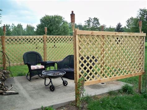 Backyard Privacy Options by 17 Best Ideas About Patio Fence On Patio