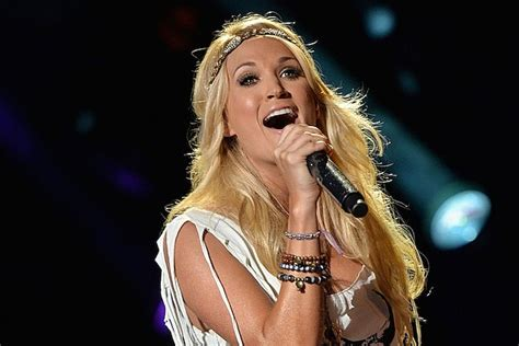Faith Hill Freaks Out At Carrie Underwood Win by Hear Carrie Underwood S Sunday Football Intro