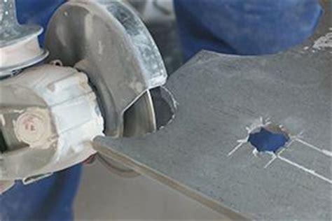 fliesen loch schneiden ein loch in eine fliese bohren h 228 mmern und schneiden