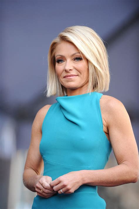 kelly ripa kelly ripa receives her star on the hollywood walk of fame