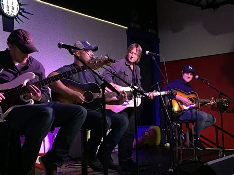 toby keith ryman toby keith celebrates 25 years of no 1 debut single