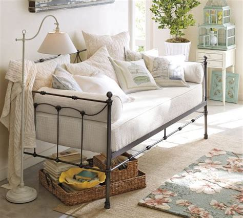 daybed as sofa best 25 daybed couch ideas on pinterest spare bedroom