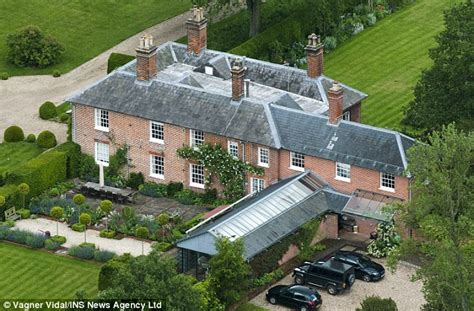 george michael mansion prince george police form ring of steel around kate
