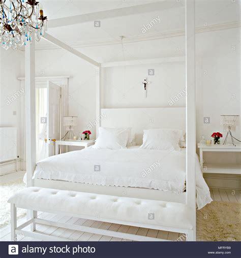 letti baldacchino moderni cool un moderno bianco minimalista da letto con