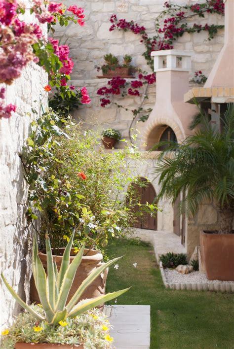 Grecian Garden 10 garden ideas to from greece gardenista