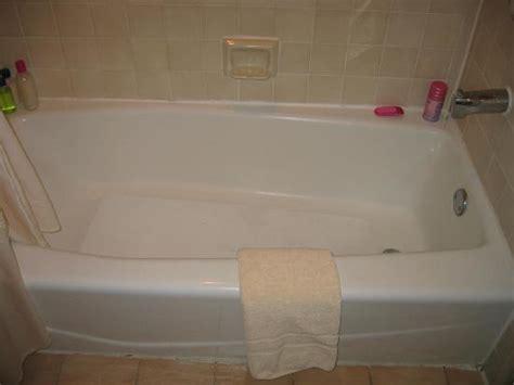 Bathtub Molding by Bathtub Molding Caulking Needs To Be Redone Yes That