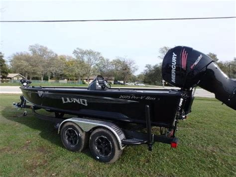 bass pro boat seat pedestal lund pro v bass 2075 pedestal seating boats for sale in