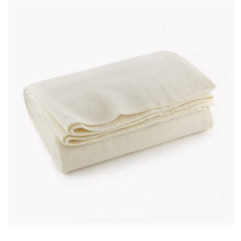 comforter vs blanket blanket vs comforter u of m blanket u haul moving blankets