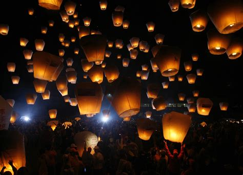 lanterna volante china s lantern festival and an unfortunate ending