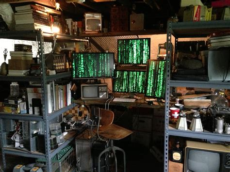 u qarl posts his rather cyberpunk settup to r