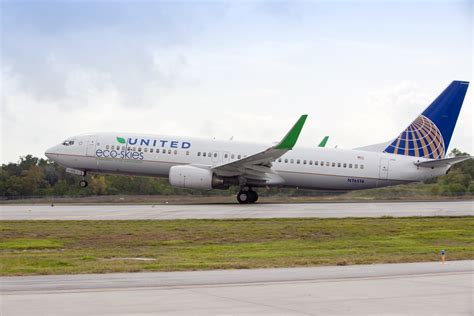 united airline united airlines to start using biofuel on passenger flights