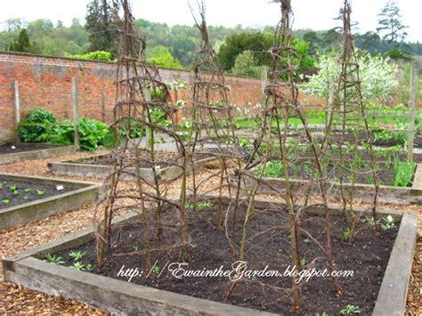 Vegetable Garden Trellis Ideas Ewa In The Garden 22 Pictures Of Vegetable Garden