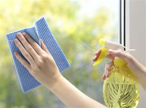 fenster putzen mit zeitungspapier methoden zum fenster putzen