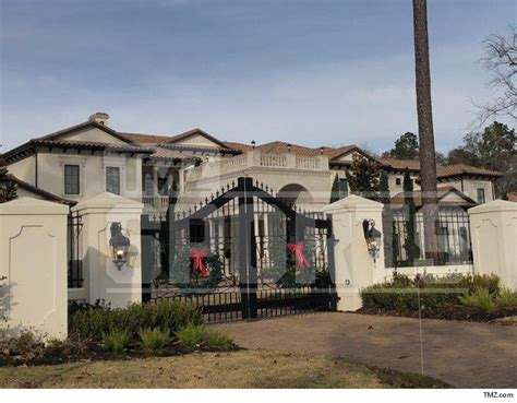 the one venue to try in houston chris paul buys mansion 14 bathrooms