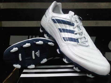 Sepatu Sepak Bola Adidas Predator jual sepatu bola original sepatu sepak bola adidas