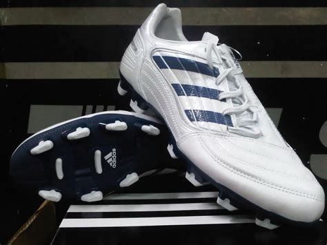 Sepatu Bola Adidas Di Pasaran sepatu bola adidas predator adipower www imgkid
