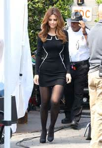 maria menounos  tight black dress  extra set