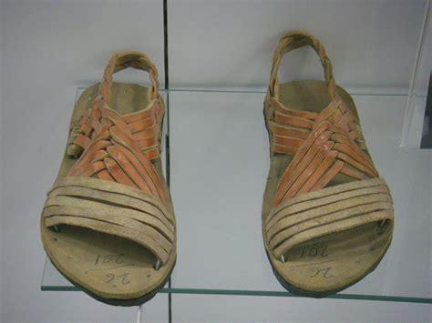 Sepatu Crocs Huarache woven sandal