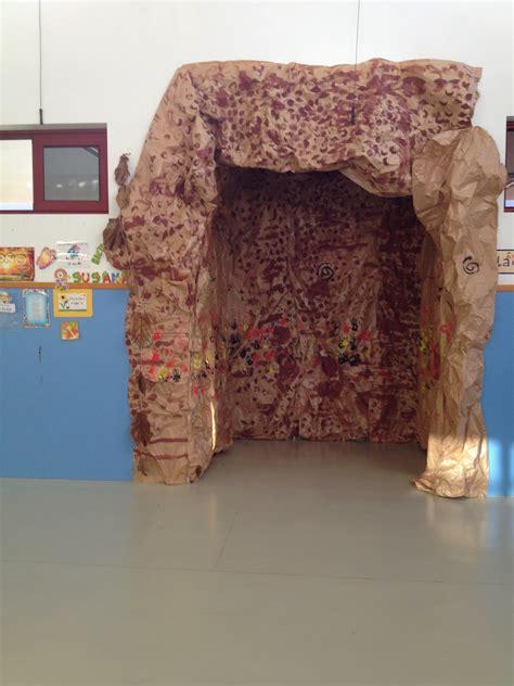 como hacer una decoracion de la cueva de batman en reciclaje hacemos una cueva prehis 243 rica en clase