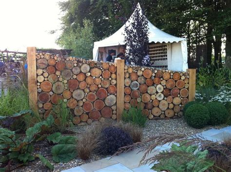 A quirky garden divider idea to create areas. Tatton Pk