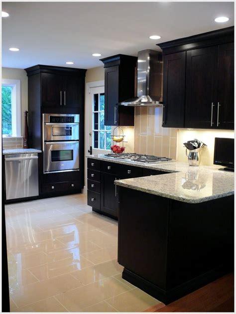 kitchen dark cabinets light granite 17 best ideas about light granite on pinterest granite