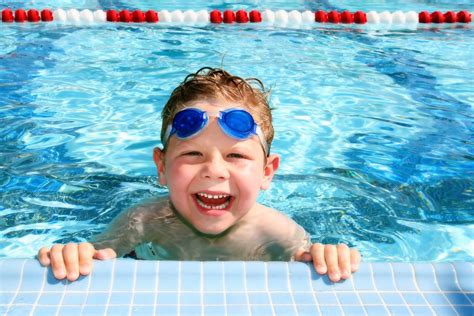 kinder schwimmen lernen wann lifeline ab wann sollten kinder schwimmen k 246 nnen