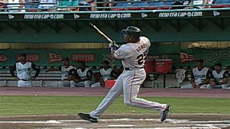 check swing home run sf fla bonds breaks his bat on a home run swing youtube