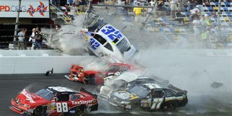 balap mobil sport liar di malang 34 jakarta 8 kecelakaan balap nascar paling parah sepanjang sejarah