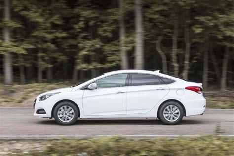 hyundai i40 car hyundai i40 review carzone new car review