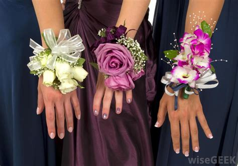 what is a corsage with pictures