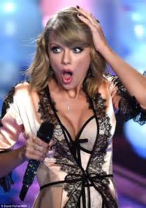 taylor swift style live victoria s secret harry styles and taylor swift had secret drinks after