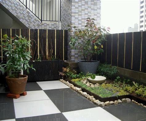 desain rumah tak depan sing belakang gambar taman mungil depan rumah dengan ornamen batu kali