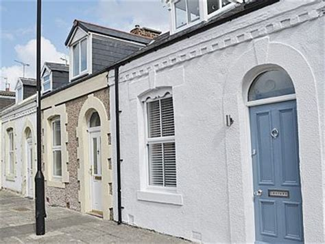 Cottages In Tynemouth by Cullercoats Nr Tynemouth Cottages