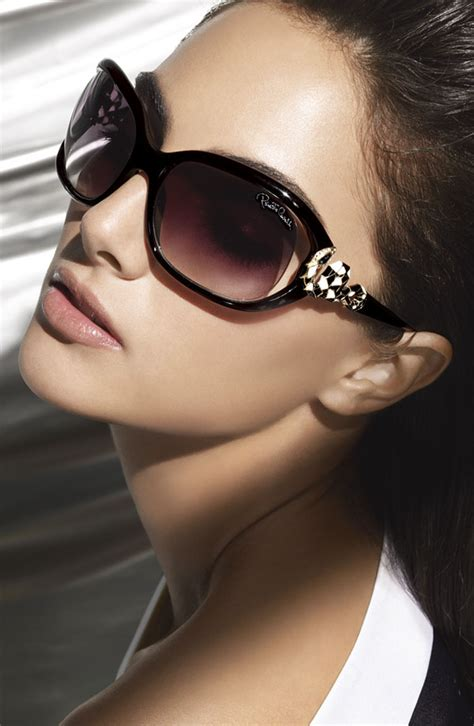 woman wearing ray ban sunglasses fashion eternal designer sunglasses a gracious touch to