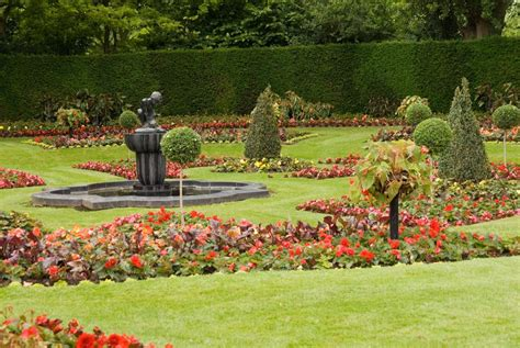 pictures of a garden queen mary s gardens the regent s park the royal parks