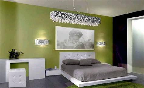 parete verde da letto consigli d arredo il colore verde nell arredamento