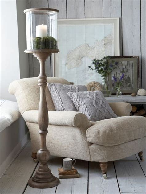 10 stylish and cozy large chairs for the living room 27 interior designs with comfy chairs messagenote