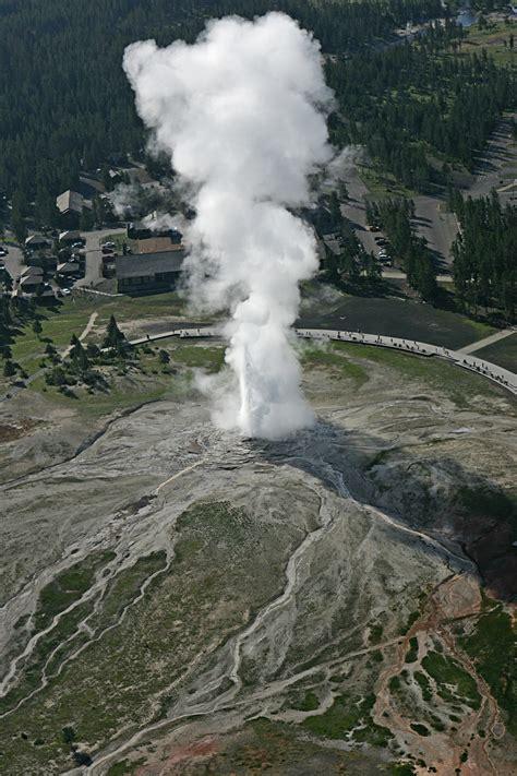 faithful geyser yellowstone natural atlas