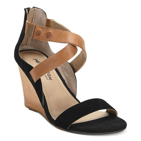 kenneth cole reaction wedge sandals kenneth cole reaction oh wedge sandals in black lyst