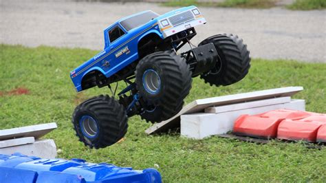videos of monster trucks racing remote control monster truck www pixshark com images